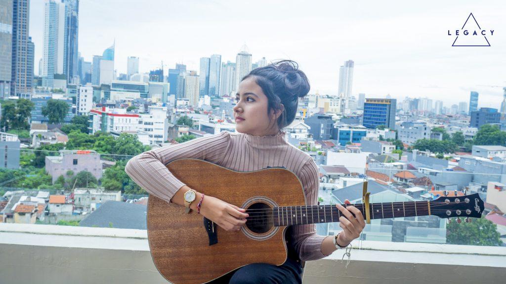 Bulan Sutena, Gadis Cantik Asal Bali yang Trendingkan Lagu ...